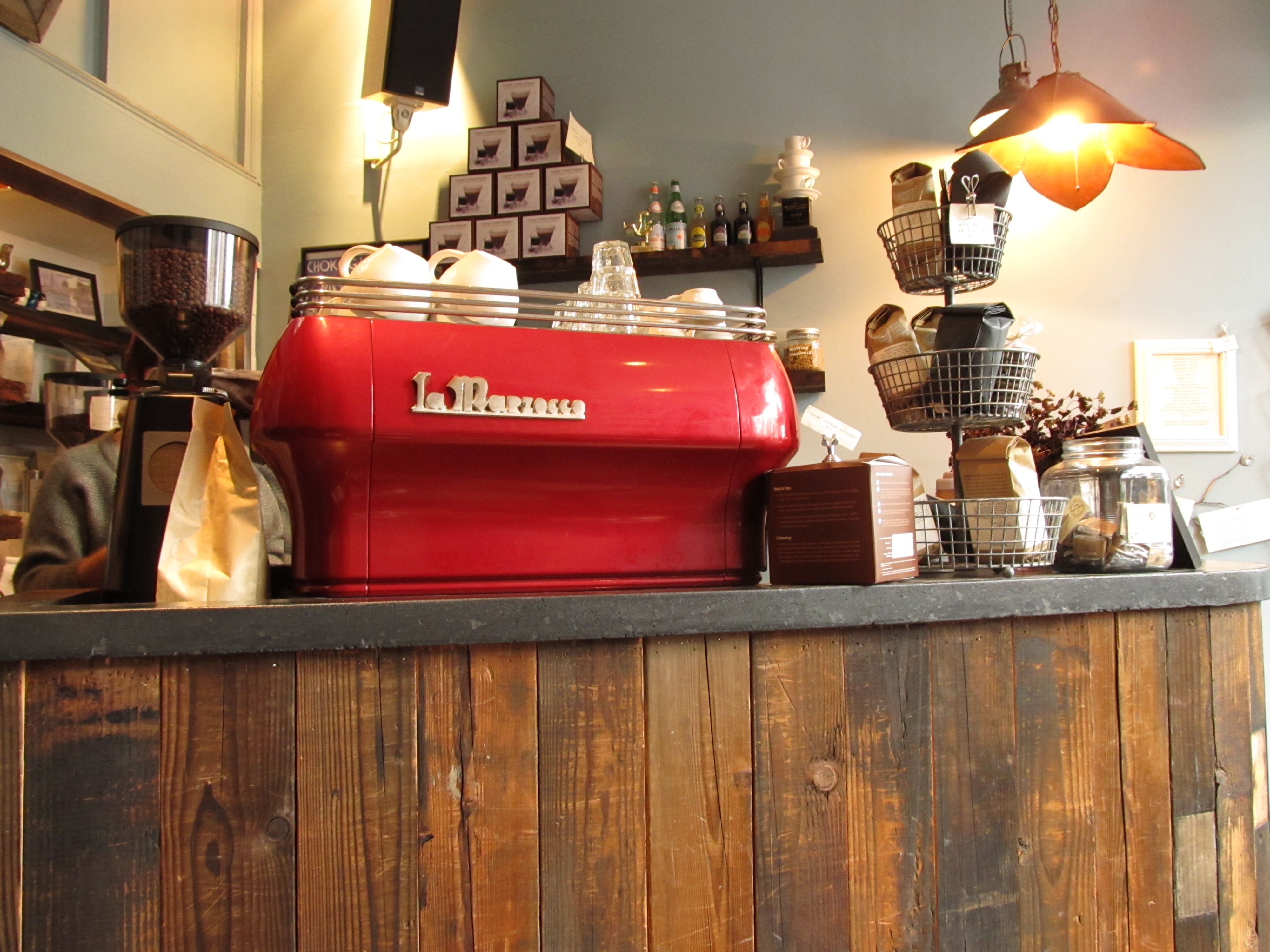 Coffeeshop chronicles the contextual life - Machine a cafe design ...
